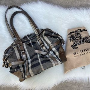 😍NEW LISTING😍 Burberry shimmer metallic tote